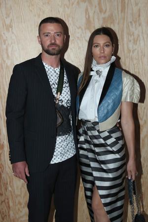 Джастин Тимберлейк и Джессика Бил на показе Louis Vuitton (фото 0.2)