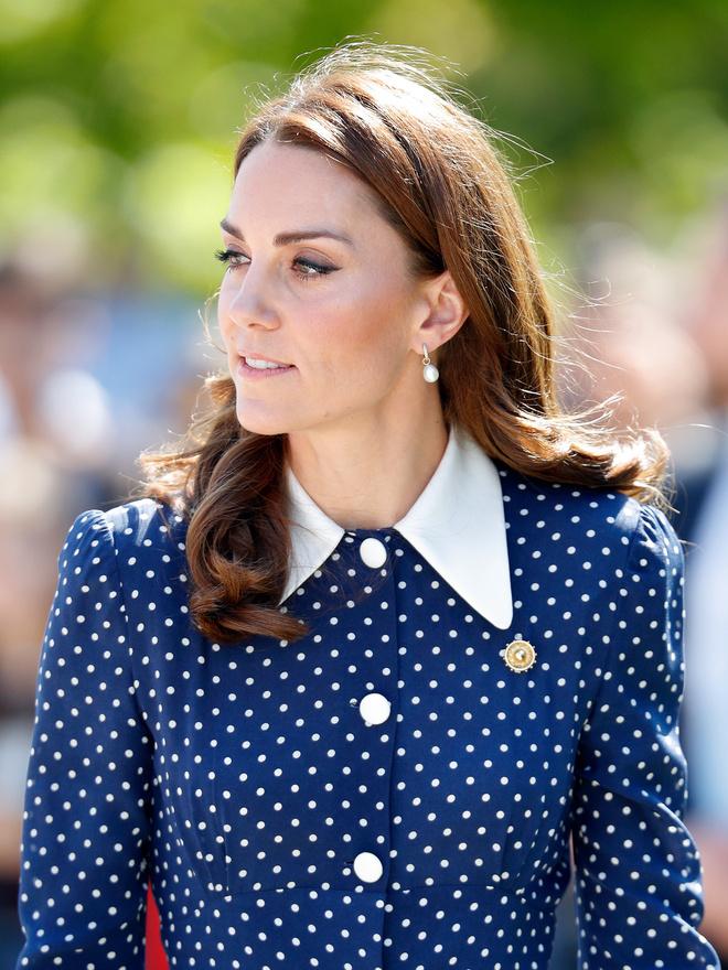 Королевские намеки: секретные значения брошей Кейт Миддлтон (фото 3)