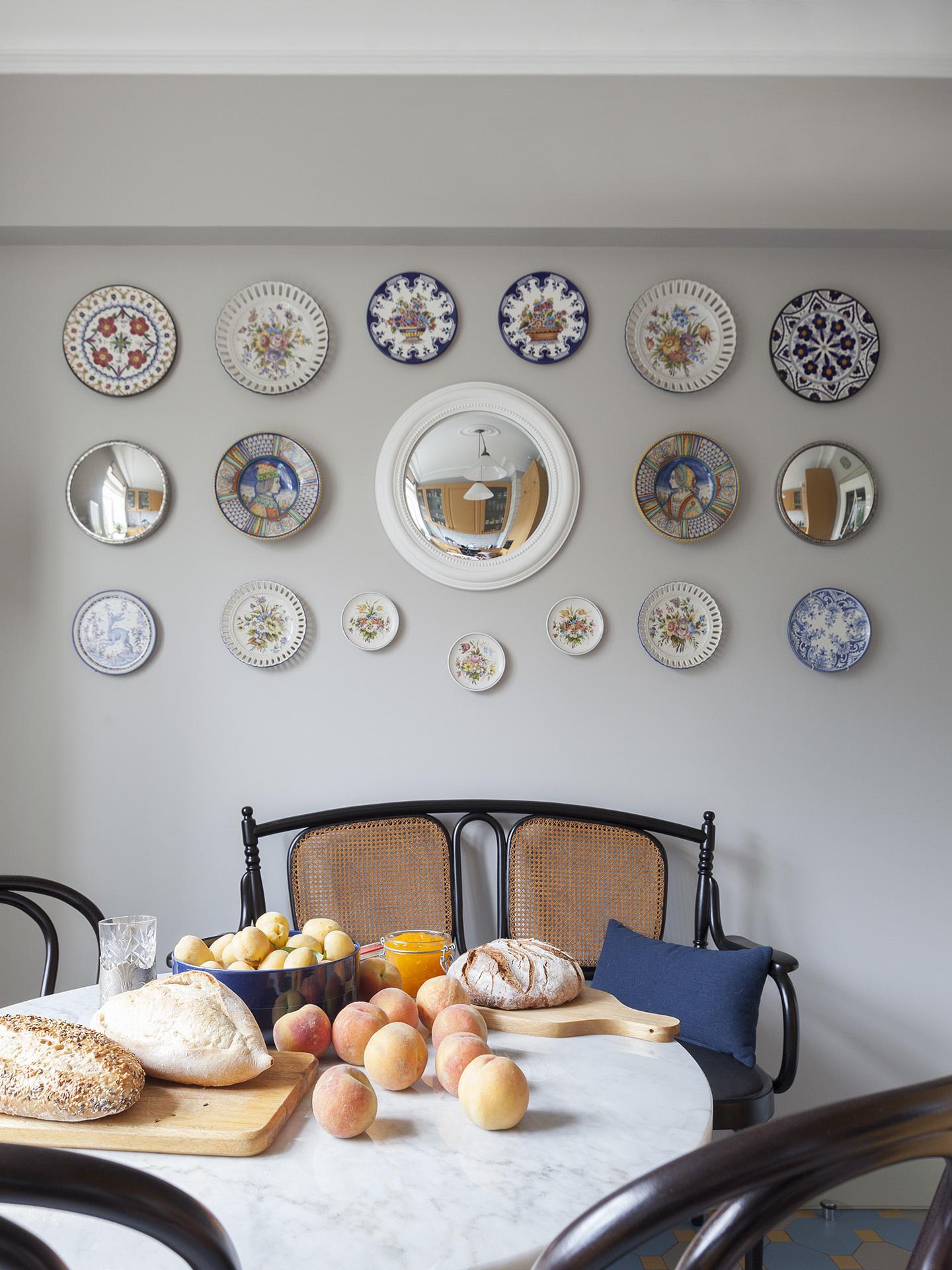 Серванты, витрины, тарелки на стене: 30 примеров (галерея 1, фото 16)