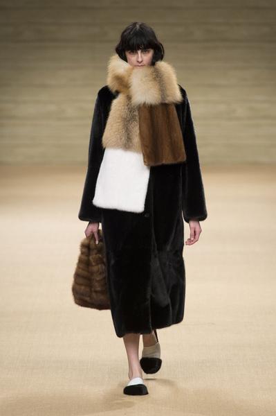 Самые красивые образы Недели моды в Милане   галерея [1] фото [4]