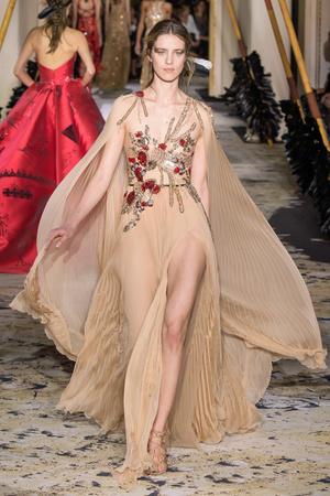 Показ Zuhair Murad коллекции сезона Весна-лето 2018 года Haute couture - www.elle.ru - Подиум - фото 677851