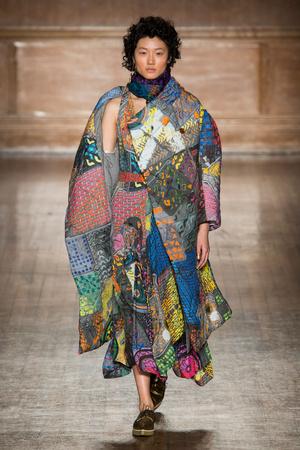 Показ Vivienne Westwood коллекции сезона Осень-зима 2016-2017 года prêt-à-porter - www.elle.ru - Подиум - фото 604328