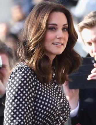 Образ дня: беременная Кейт Миддлтон в платье Kate Spade (фото 2)