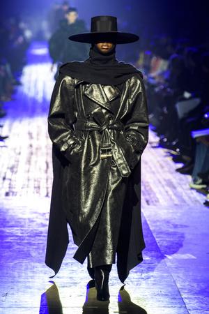 Показ Marc Jacobs коллекции сезона осень-зима  2018-2019 года Prêt-à-porter - www.elle.ru - Подиум - фото 688581
