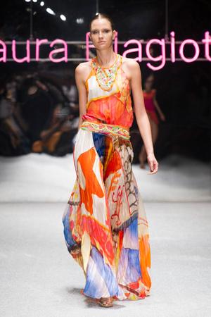 Показ Laura Biagiotti коллекции сезона Весна-лето 2013 года prêt-à-porter - www.elle.ru - Подиум - фото 443510