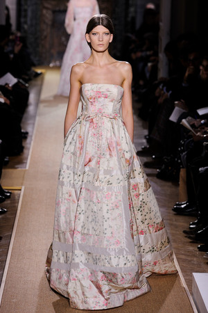 Показ Valentino коллекции сезона Весна-лето 2012 года Haute couture - www.elle.ru - Подиум - фото 332716