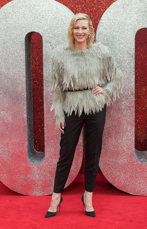 Рианна, Сандра Буллок, Кейт Бланшетт и другие на премьере в Лондоне (фото 7.1)