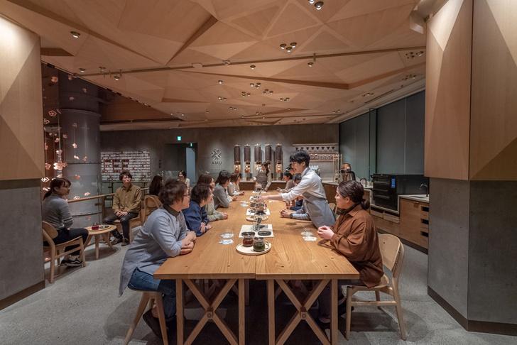 Starbucks Reserve Roastery по дизайну Кенго Кумы в Tokyo (фото 8)