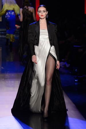 Показ Jean Paul Gaultier коллекции сезона Весна-лето  2016 года Haute couture - www.elle.ru - Подиум - фото 602943