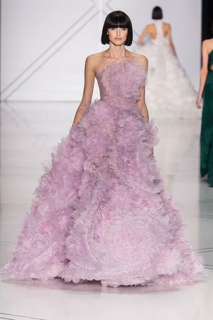 Показ Ralph & Russo коллекции сезона Весна-лето  2017 года haute couture - www.elle.ru - Подиум - фото 616179
