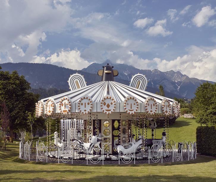 Карусель по дизайну Хайме Айона в музее  Swarovski Kristallwelten (фото 0)