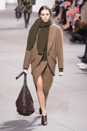 Показы мод Michael Kors Осень-зима 2017-2018 | Подиум на ELLE - Подиум - фото 4842