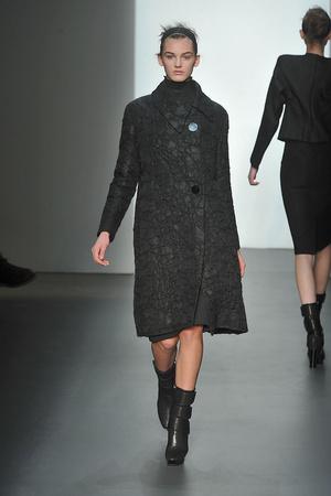 Показ Calvin Klein коллекции сезона Осень-зима 2009-2010 года prêt-à-porter - www.elle.ru - Подиум - фото 89318