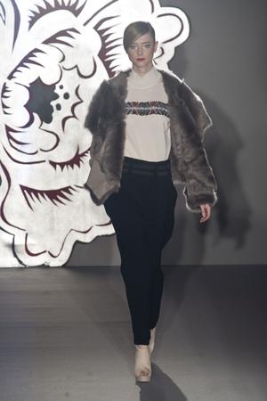 Показ Paola Frani коллекции сезона Осень-зима 2013-2014 года Prêt-à-porter - www.elle.ru - Подиум - фото 513718