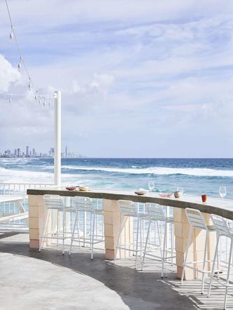 Пляжный клуб на берегу океана в Австралии (фото 15.2)