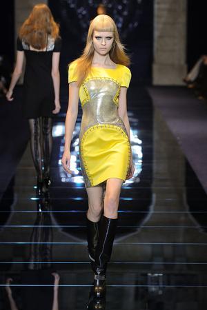 Показ Versace коллекции сезона Осень-зима 2012-2013 года prêt-à-porter - www.elle.ru - Подиум - фото 363678