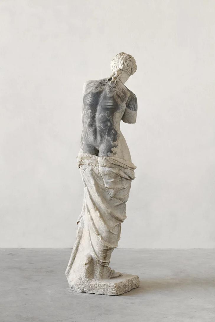 Художник Фабио Виале наносит татуировки на мраморные скульптуры (фото 10)
