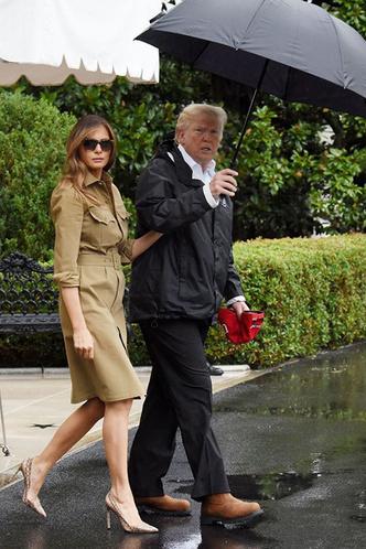 Снова на каблуках: Мелания Трамп приехала к пострадавшим от урагана «Мария» фото [1]
