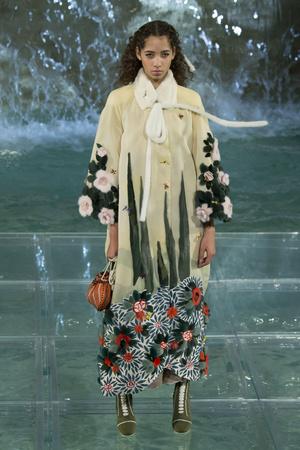 Показ Fendi коллекции сезона Осень-зима 2016-2017 года Haute couture - www.elle.ru - Подиум - фото 607475