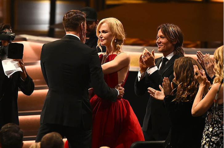 Николь Кидман впервые объяснила, почему поцеловала Александра Скарсгарда на премии «Эмми» фото [1]