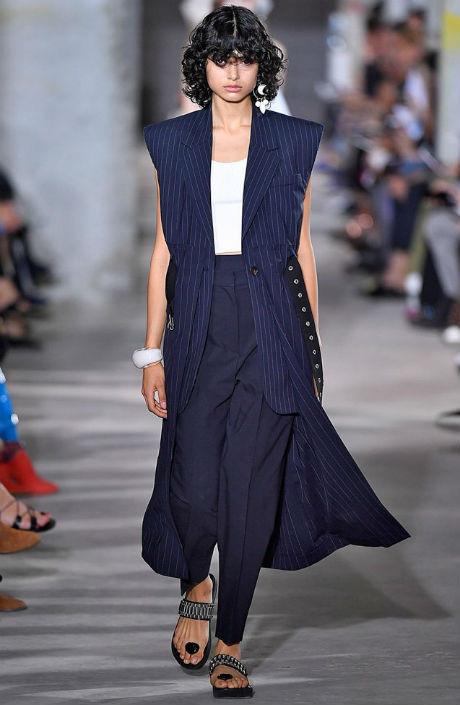 синий удлиненный жилет с чем носить