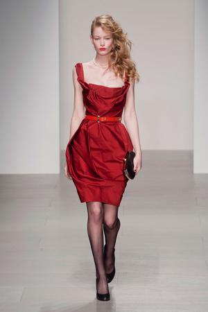 Показ Vivienne Westwood Red Label коллекции сезона Осень-зима 2014-2015 года prêt-à-porter - www.elle.ru - Подиум - фото 578606