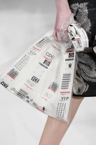 Главный аксессуар года: сумка-пакет (фото 1.2)