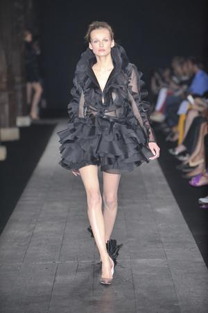 Показ Valentino коллекции сезона Осень-зима 2009-2010 года haute couture - www.elle.ru - Подиум - фото 88442