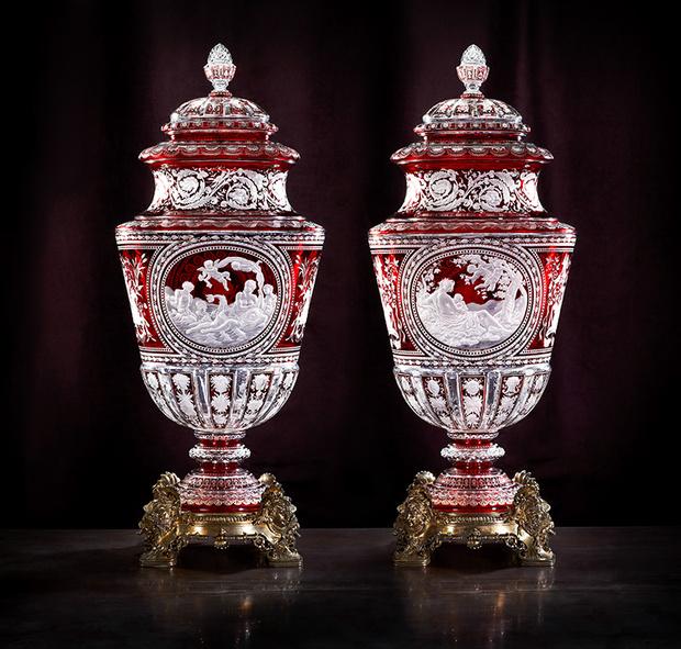 Парные вазы «Аллегория воды» и «Аллегория земли», представленные на Всемирной выставке в Париже в 1867 году.