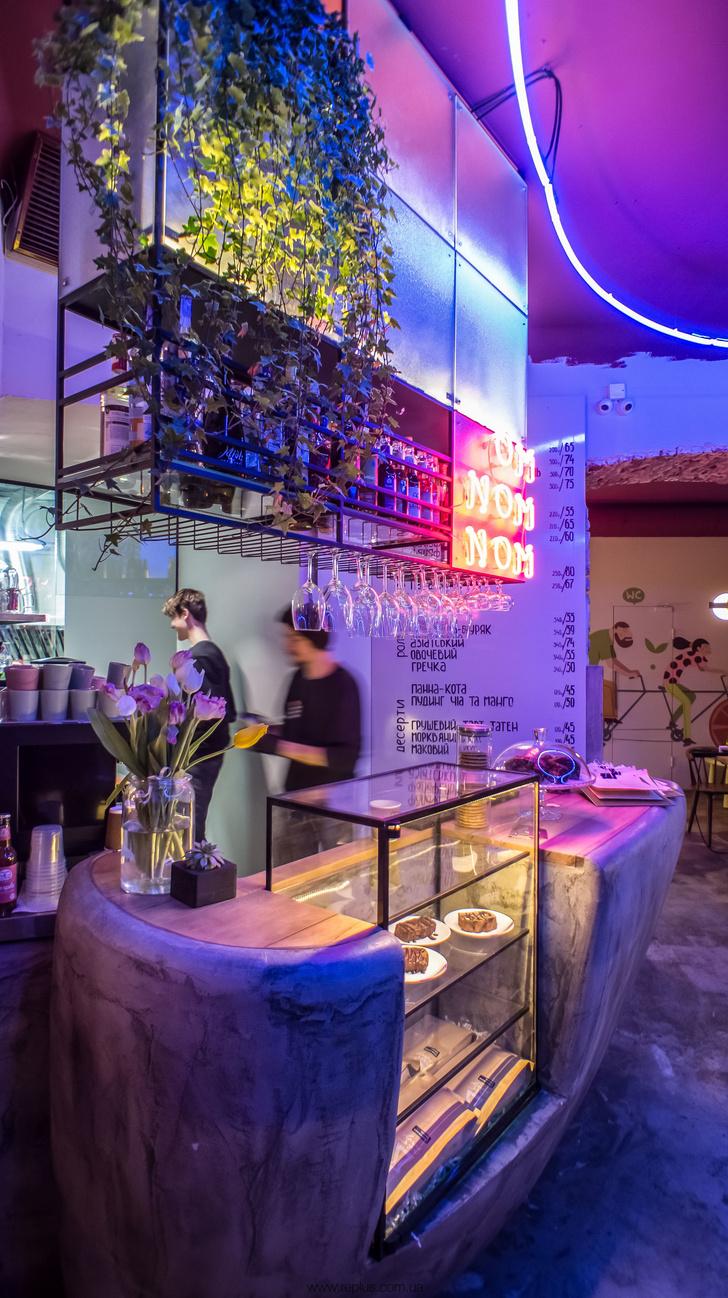 Веганское кафе OMNOMNOM в Львове (фото 5)
