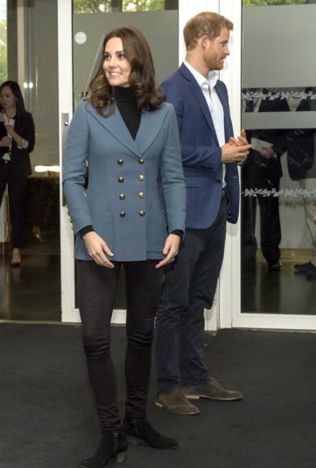 Беременная Кейт Миддлтон с принцами Гарри и Уильямом посетили спортивное мероприятие фото [4]