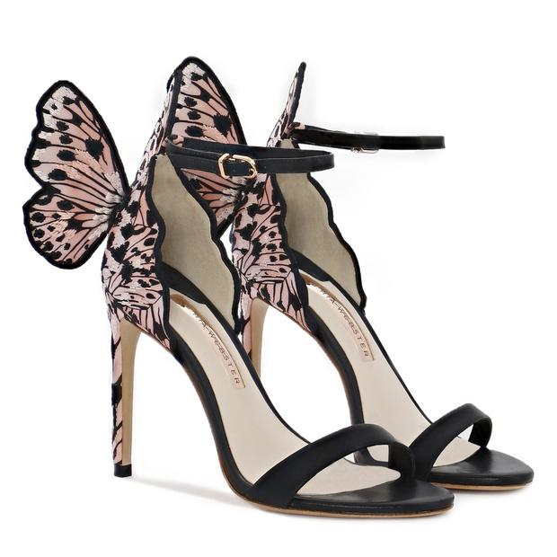 Крупным планом: босоножки Sophia Webster с крыльями бабочки (фото 4)