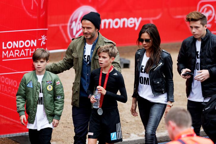 Дэвид и Виктория Бекхэм с сыновьями