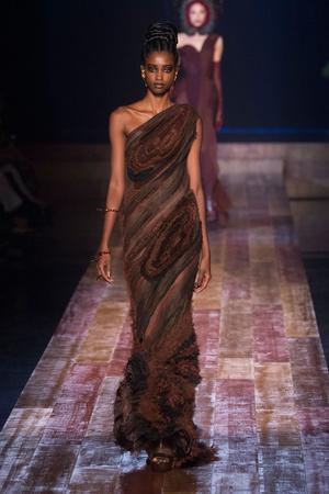 Показ Jean Paul Gaultier коллекции сезона Осень-зима 2016-2017 года haute couture - www.elle.ru - Подиум - фото 607271