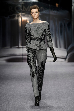 Показ Laura Biagiotti коллекции сезона Осень-зима 2013-2014 года Prêt-à-porter - www.elle.ru - Подиум - фото 524928
