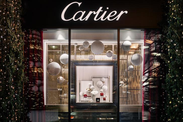 Рождественское оформление бутика Cartier на Петровке (фото 2)