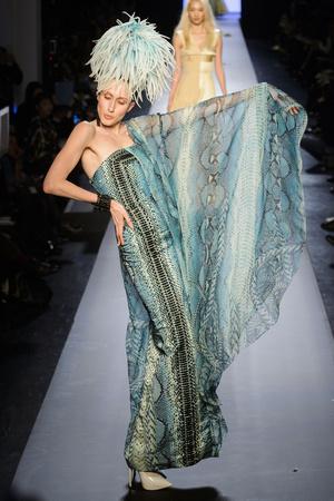 Показ Jean Paul Gaultier коллекции сезона Весна-лето 2015 года Haute couture - www.elle.ru - Подиум - фото 593200