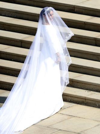 Дизайнер Givenchy рассказала о свадебном платье Меган Маркл (фото 6.1)