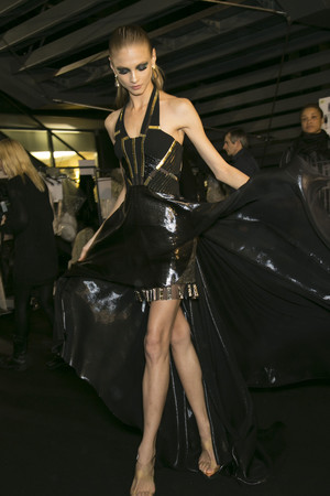 Показ Atelier Versace коллекции сезона Весна-лето 2013 года haute couture - www.elle.ru - Подиум - фото 477714