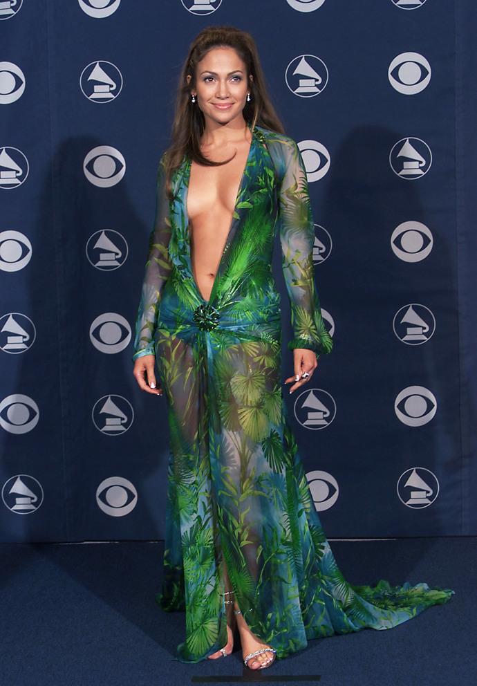 Дженнифер Лопес в зеленом платье Versace на церемонии «Грэмми» в 2000 году