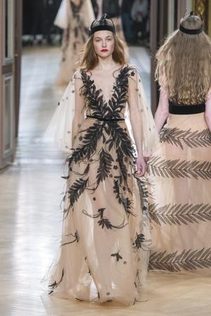 Показ Yanina Couture коллекции сезона Весна-лето 2018 года Haute couture - www.elle.ru - Подиум - фото 674321