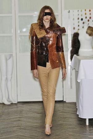 Показ Maison Martin Margiela коллекции сезона Осень-зима 2010-2011 года Haute couture - www.elle.ru - Подиум - фото 167119