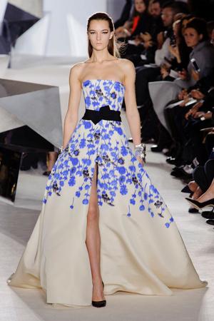 Показ Giambattista Valli коллекции сезона Весна-лето 2014 года Haute couture - www.elle.ru - Подиум - фото 574306