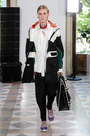 Показы мод Valentino Весна-лето 2018 | Подиум на ELLE - Подиум - фото 4930