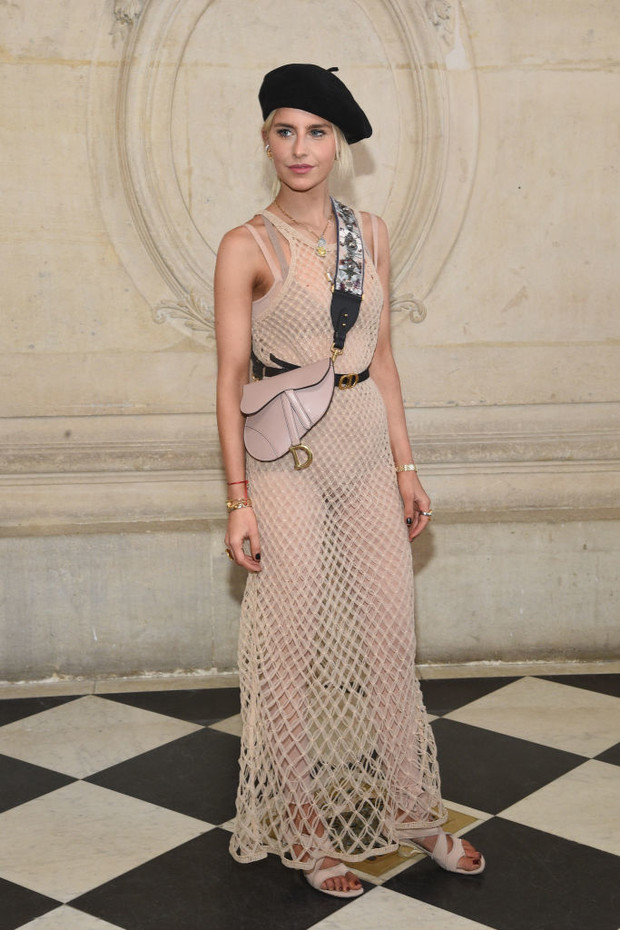 Дженифер Лоуренс, Карли Клосс и Кара Делевинь и другие на показе Dior (фото 7)