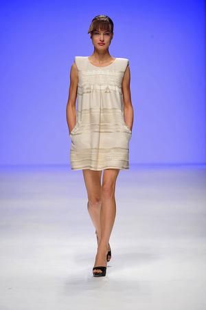 Показы мод Paul Costelloe Весна-лето 2010 | Подиум на ELLE - Подиум - фото 3025