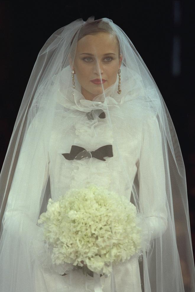 10 культовых свадебных платьев Ива Сен-Лорана (фото 14)