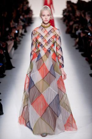 Показы мод Valentino Осень-зима 2014-2015 | Подиум на ELLE - Подиум - фото 4024
