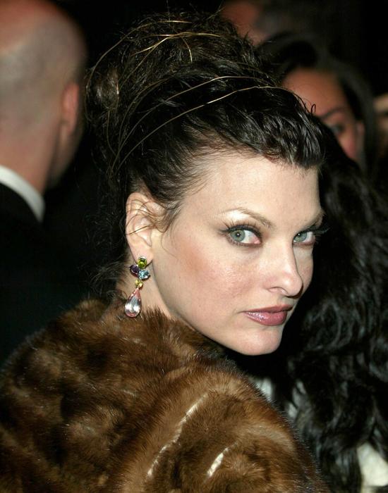 29 февраля 2004, вечеринка журнала Vanity Fair в честь церемонии «Оскар», Лос-Анджелес Линда Евангелиста