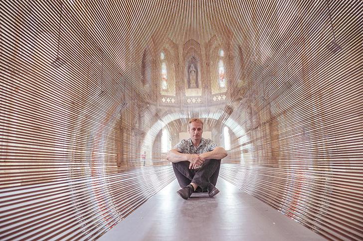 Туннель из магнитной пленки в церкви Бордо (фото 8)